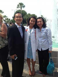Kasinpila celebrates the class of 2015 White Coat Ceremony in 2013 with her father, Wichai, and her mother, Patchara. Photo courtesy of Patpilai Kasinpila